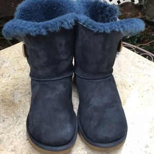 Uggs 5803 boots Bailey Button